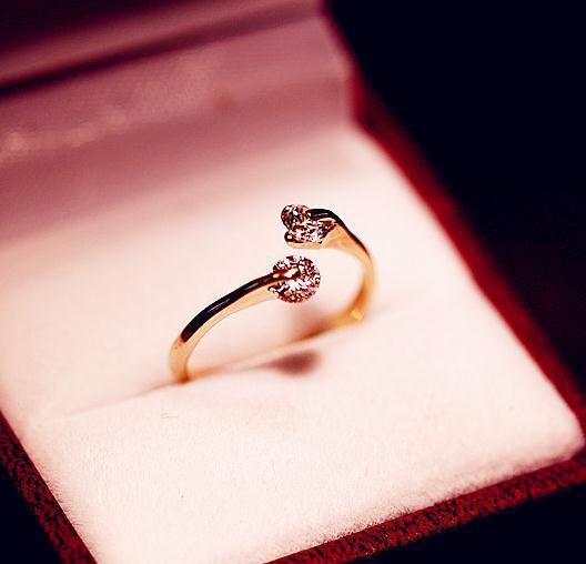 指輪/リング キラキラ輝く小さめクリスタル ジルコニア ビジュー 小さくて大人可愛い