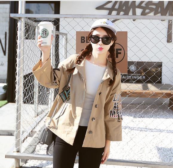 韓国の婦人服がゆったりとやせていてやせていて、刺繍は七分袖の純綿のコートの女のコート