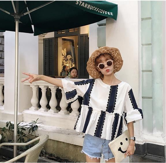 韓国が単独风清新青白シャツの袖袖人形爱着泡シャツ