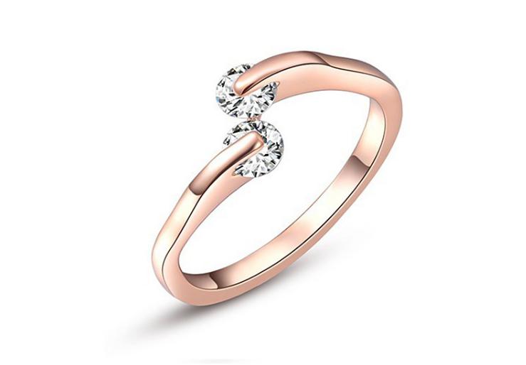 ☆彡クリスタルモチーフ シンプルなジルコニア指輪/リング