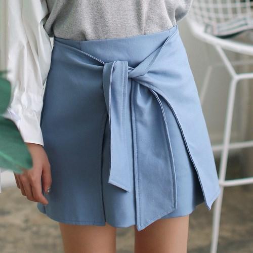 不規則な甘い気質の弓ウエストスカート